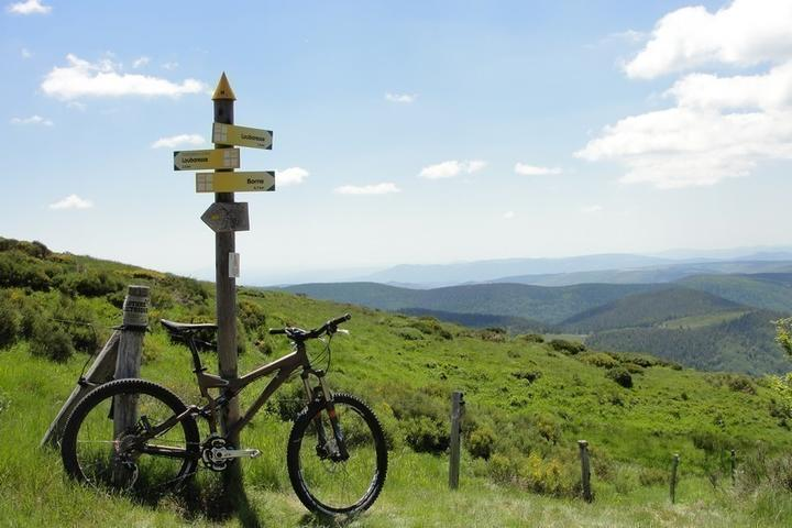 Electric Bike rental: Trekking between Cévennes and the Ardechoise Mountain